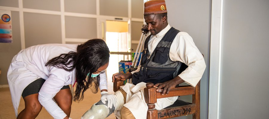 A patient at TLM Chanchaga Orthopaedic Workshop has an prosthetic leg fitted